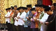 Sadar Elektabilitas Turun Makanya Jokowi Temui GNPF MUI http://news.beritaislamterbaru.org/2017/06/sadar-elektabilitas-turun-makanya.html
