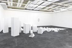 Alicja Kwade, Etwas Abwesendes, dessen Anwesenheit erwartet wurdemarble2015dimensions variableunique