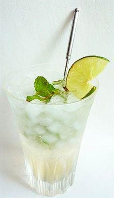 「ノンアルコール モヒート アルコールが苦手な方に」大人気カクテル「モヒート」をノンアルコールで作ってみました。ライムとミントの香りと味が効いて、暑い夏などにお勧めのスッキリ爽やかなドリンクです。【楽天レシピ】 Fruit Drinks, Bar Drinks, Cold Drinks, Drink Menu, Food And Drink, Gelato Cake, Veggie Recipes, Cooking Recipes, Desserts Menu