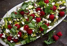 Hindbærsalat | byGuldahl Cobb Salad, Food And Drink, Smuk, Recipes, Food Ideas, Friends, Lemon, Amigos, Recipies