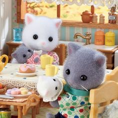 """Sylvanian Families Official UK on Instagram: """"*gently hums*  """"We must treasure these moments, Dawn – in no time at all they'll be all grown up!"""" ❤️"""" Calico Critters Families, Critters 3, Lol Dolls, Cute Dolls, Sylvania Families, Bird House Kits, Holly Hobbie, Mini Things, New Gadgets"""