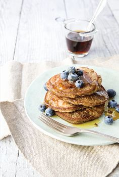 These simple, healthy blender banana pancakes from The Detoxinista's EveryDay Detox book make a filling and nutritious breakfast that won't break the bank. Why not try these refined sugar-free banana pancakes for your next weekend brunch? Dinner Recipes For Kids, Healthy Dinner Recipes, Kids Meals, Breakfast Recipes, Dessert Recipes, Nutritious Breakfast, Pancake Recipes, Health Breakfast, Detox Recipes
