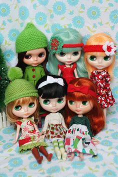 Blythe doll Christmas family photo ~ http://thejanellewindcollection.typepad.com/