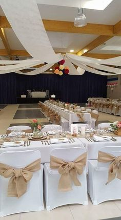 Curtains, bows and table runner in burlap, lace / Country chic wedding - Homemade Wedding Decorations, Wedding Chair Decorations, Wedding Chairs, Centerpiece Decorations, Wedding Table, Beige Wedding, Chic Wedding, Wedding Events, Rustic Wedding