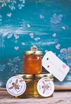 Wedding favor jars of peach jam and honey // Lillabella Photography