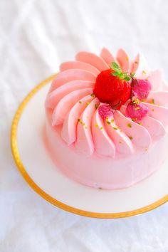 シューの次はショートケーキ。 ロールケーキだってシフォンだって美味しいからショートケーキもいけるだろう!と思い作ってみた。 でもちょっと心配だ...