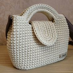 Crochet Beach Bags, Crochet Bib, Crochet Market Bag, Crochet Rug Patterns, Crochet Designs, Crochet Handbags, Crochet Purses, Crochet Shoulder Bags, Luxury Purses