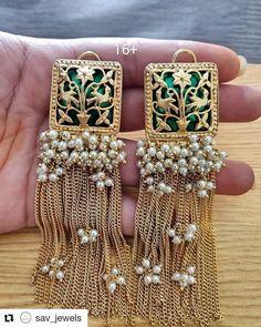new designer earrings Indian Jewelry Earrings, Indian Jewelry Sets, Indian Wedding Jewelry, Jewelry Design Earrings, Jewelery, Antique Jewellery Designs, Fancy Jewellery, Stylish Jewelry, Luxury Jewelry