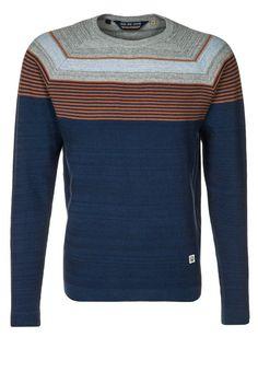 Van deze #trui krijg je optisch lekker brede schouders. Dit komt door de lichte breedte strepen en het donker blauw zorgt voor camoufleren van een eventueel beginnend buikje #imagomatch Duck and Cover - NIELSEN -