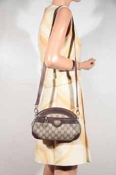b28ebf1fb8f5 GUCCI Italian VINTAGE Tan gg monogram Canvas   Leather shoulder bag