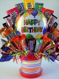 DIY : Candy Bouquet Lately, I hear my friends say how there have been so many birthdays coming up, friends having babies, someone has a new job etc… So I sat down and thought about gift ideas I have done. Candy Boquets, Candy Bouquet Diy, Gift Bouquet, Sweet Bouquets Candy, Dahlia Bouquet, Hydrangea Bouquet, Succulent Bouquet, Bouquet Wedding, Birthday Candy