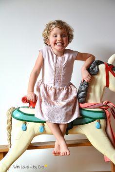 Tinny-dress met plooidetail voor Mona