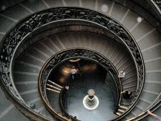 The Vatican Museum (Vatican City) This staircase was crazy, hurt your toes going down! Museum Architecture, Amazing Architecture, Art And Architecture, Unique Buildings, Beautiful Buildings, Places To Travel, Places To See, Juan Pablo Ii, Travel Crafts