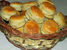 SUROVINY : 1 kg hladkej múkyproj na špeciál 2 dl oleja 3 pol. lyž. soli 2 žĺtka 10 g droždie sušené 0,5 lit. vlažné mlieko 25 dkg po... Russian Recipes, Biscuits, Muffin, Food And Drink, Breakfast, Cake, Party, Buns, Breads