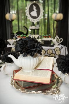 Learn how to host a perfect spooky Witch's Tea Party with these fabulous tips and tricks by Jennifer of The Party Teacher. Tea Party Decorations, Diy Halloween Decorations, Halloween Party, Halloween Desserts, Halloween 2016, Halloween House, Halloween Crafts, Tea Party Birthday, I Party
