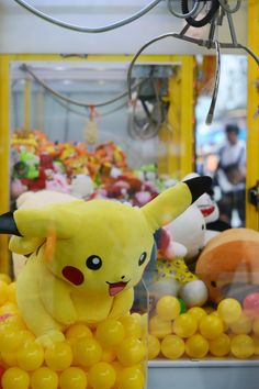 Pokemon pikachu plush toy in claw machine Easy Cartoon Drawings, Cartoon Pics, Cartoon Characters, Good Cartoons, Watch Cartoons, Cute Couple Quotes, What Pokemon Are You, Couple Goals, Frozen Painting