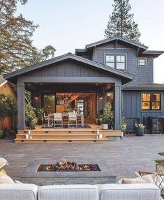 This home has a gorgeous outdoor patio area! Perfect for summer BBQs! Would yo… This home has a gorgeous outdoor patio area! 😍 Perfect for summer BBQs! 🏡 Would you want to live in a house like this? TAG a friend who will love this!