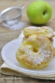 frittelle di mele al forno - dolce di carnevale light ♦๏~✿✿✿~☼๏♥๏花✨✿写☆☀🌸🌿🎄🎄🎄❁~⊱✿ღ~❥༺♡༻🌺SA Dec ♥⛩⚘☮️ ❋ Italian Desserts, Italian Recipes, Apple Recipes, Sweet Recipes, Baked Apple Fritters, My Favorite Food, Favorite Recipes, Baked Apples, Cannoli