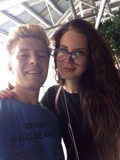 Lana Del Rey with a fan in Ireland #LDR