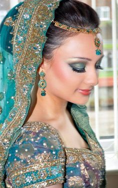 Gorgeous eastern bridal eye make up ideas (8)