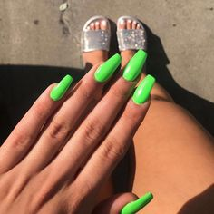 sparkly slides ❄️ Tbt to my neon green nails🍾 Neon Nails, My Nails, Bright Nails Neon, Sparkly Nails, Cute Nails, Pretty Nails, Lime Green Nails, Bright Summer Nails, Best Acrylic Nails
