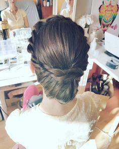 Dzień dobry  nie śpimy działamy! pierwsza Panna Młoda na dziś już za mną  udanej słonecznej soboty kochani   #dziendobry #sobota #wpracy #pannamloda #fryzuraslubna #upiecie #blogowlosach #blogerka #fryzjerka #hello #saturday #morning #worktime #hairart #hairstylist #weddinghair #wedding #updo #hairfashion #lovehair #ilovemyjob