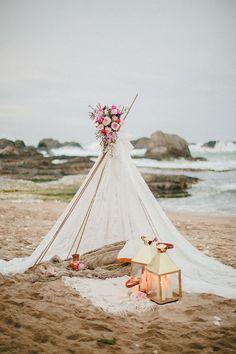 Tepee spiaggia per matrimonio boho chic al mare