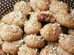 Μελομακάρονα σκέτα ή με σοκολάτα !!!! ~ ΜΑΓΕΙΡΙΚΗ ΚΑΙ ΣΥΝΤΑΓΕΣ 2 Food And Drink, Cookies, Ethnic Recipes, Sweet, Desserts, Christmas, House, Crack Crackers, Candy