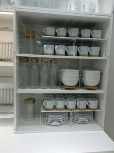 creative kitchen cabinet organization and tips ideas to copy as soon as possible . creative kitchen cabinet organization and tips ideas to copy as soon as possible . Clever Kitchen Storage, Kitchen Organization Pantry, Home Organisation, Dishes Organization, Storage Organization, Organizing Tips, Bathroom Organization, Organizing Ideas For Kitchen, Clever Storage Ideas