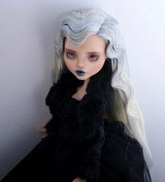57 New ideas doll monster high repaint hair Custom Monster High Dolls, Monster High Repaint, Custom Dolls, New Dolls, Ooak Dolls, Doll Crafts, Diy Doll, Barbie, Camille