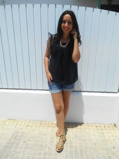 http://unachicasual.blogspot.com.es/2015/06/sandalias-romanas.html  gladiators, sandals, gold, girl, inspiration, ootd, outfit, look, fashion, blogger, summer, blouse, black, denim, short
