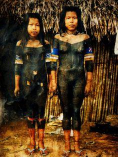 Indias Kayapo, pintadas para festa de iniciação. Pará-Brasil