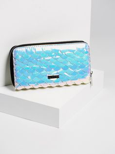 Siren Hologram Wallet | The holographic wallet of your mermaid-loving dreams. Features sea-inspired scales allover. Various inner compartments for easy storing. Zipper closure.