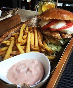 burger, food, and yummy resmi