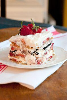 fresh strawberry icebox cake with graham crackers