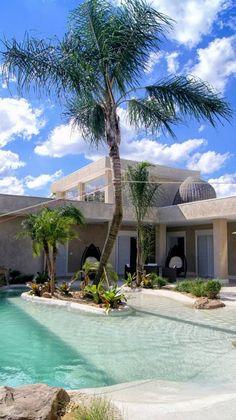 "Piscina com Revestimento ""Nassau"" exclusivo da Cristal Pool. Backyard Pool Designs, Swimming Pools Backyard, Swimming Pool Designs, Garden Pool, Pool Landscaping, Indoor Swimming, Pool Decks, Ideas De Piscina, Beach Entry Pool"