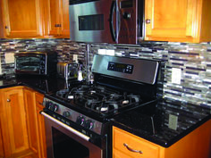 Trendy Kitchen Paint Ideas With Black Appliances Oak Cabinets Black Granite Countertops, Outdoor Kitchen Countertops, Oak Kitchen Cabinets, Kitchen Paint, Kitchen Backsplash, Backsplash Ideas, Cupboards, Kitchen Counters, Kitchen Appliances