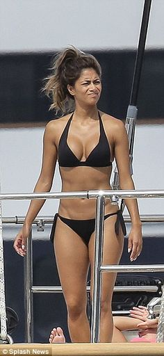 Nicole Scherzinger shows off her curves in black bikini #dailymail