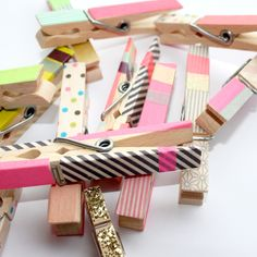 washi tape clothespins   http://www.notemaker.com.au/hands-on/washi-tape/