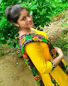 Tamil Madurai Girl Madhu Achari Mobile Number With Photo Chat Bollywood Celebrities, Bollywood Actress, Gujarati Wedding, Pakistani Girl, Dating Girls, Actress Pics, Cute Girl Photo, Girls World, Simply Beautiful