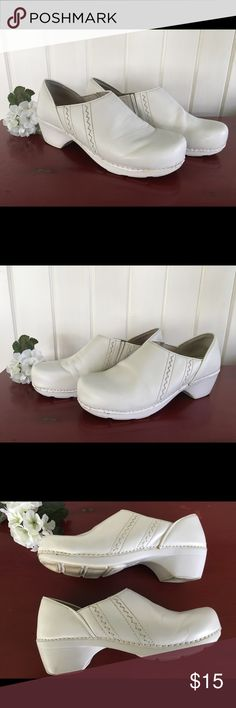 Dansko White Clogs Mules Size 41 Dansko white Clogs/mules in good condition. Exterior of shoes show some scuffs and white insole also shows wear but overall they are in good condition. Soles show normal wear. Dansko size 41 Dansko Shoes Mules & Clogs