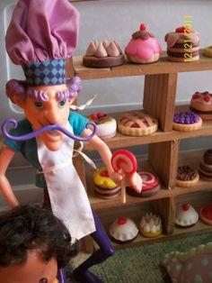 el pastelero y los pasteles que realize en porcelana fria