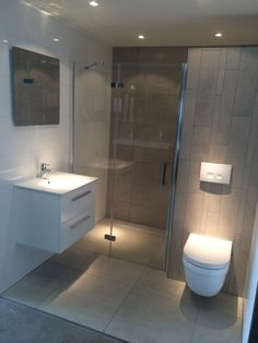 Moderne badkamer in mooie tegel combinatie badkamers pinterest toilet grey bathrooms and - Mooie badkamers ...