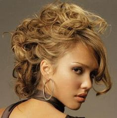 fancy caramel hair 30 Fancy Hairstyles You Can Try Today Curly Prom Hair, Curly Hair Styles, Long Hair, Pelo Formal, Jessica Alba Hair, Jessica Alba Pictures, Caramel Hair, Celebrity Wallpapers, Fancy Hairstyles