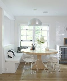 dining corner with bench seat and round table. Self: note that the table is not perfectly centered under light fixture and still looks good. Kitchen Table Bench, Dining Table With Bench, Large Round Dining Table, Dining Corner, Kitchen Seating, Banquette Seating, Dining Nook, Nook Table, Corner Nook