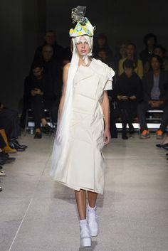 Comme des Garçons Spring 2013 Ready-to-Wear Fashion Show Catwalk Fashion, Fashion 2020, Fashion News, Fashion Show, Fashion Design, Quirky Fashion, Timeless Fashion, Vogue, Mens Fashion Week