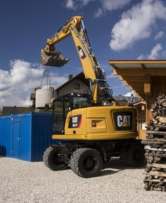 Compact design expands versatility of Cat M317F wheeled excavator #construction #canada