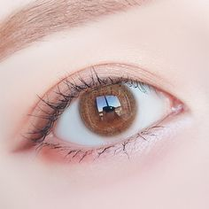 Natural colored contact lenses for dark skin and light skin, for dark eyes and light eyes. Free case for each pair of lenses. Hazel Eye Contacts, Colored Eye Contacts, Hazel Eyes, Black Makeup Gothic, Dark Makeup, Makeup For Brown Eyes, Eye Makeup On Hand, Korean Eye Makeup, Natural Eye Makeup