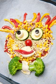 Clown-Pizza I © GUSTO / Ulrike Köb I www.gusto.at Edible Food, How To Eat Better, Food Art, Cobb Salad, Kids Meals, Japanese, Pawprint, Ethnic Recipes, Fun