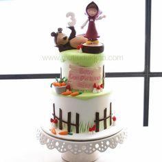 Masha and the Bear cake Bear Birthday, 4th Birthday, Birthday Cake, Birthday Parties, Masha And The Bear, Cupcakes, Bear Cakes, Girl Cakes, Sugar Art